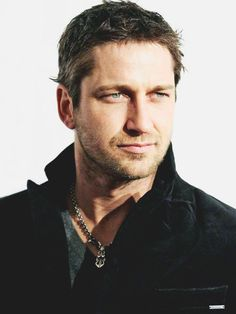 Oh my, you're distracting me ♡ Trying to pin serious stuff here... #Gerard #Butler