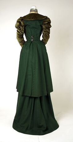 Green silk and wool walking suit (back), probably American, 1897-98.
