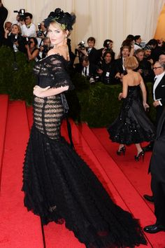 Kate Upton wore a Dolce & Gabbana gown.
