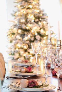 FRENCH COUNTRY COTTAGE: Beautiful Christmas Table Setting with Roses