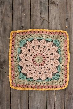 how to: free granny square. pattern here: http://thecreativepenny.blogspot.com/2010/11/kata-free-crochet-square-pattern.html