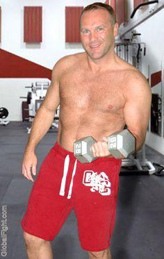 handsome carolina gay man weight lifting seeking workout buddies