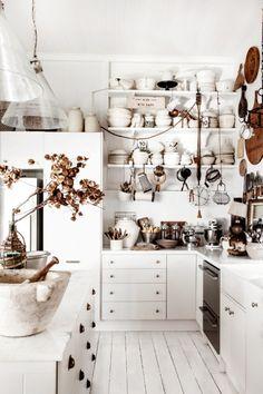 open shelves, kitchen shelves, farm kitchens, hous, open shelving, white kitchens, designspong