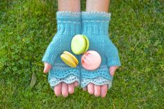 Mittens aren't just for winter anymore! These Brooklyn Mitts are perfect for weathering those spring showers or chilly evenings. Yarn and pattern included! #knitting #knitkits #knittingkits