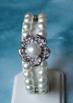 White Pearl bracelet.  Love this idea, I wonder whether I could re-create it...