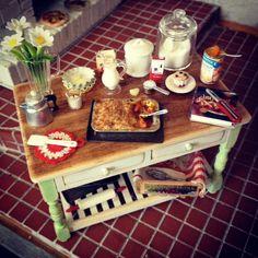 Cocina en miniatura país hornear mesa