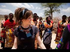 Lindsey Stirling - We Found Love / Lindsey playing the violing with the VenTribe en Kenya!
