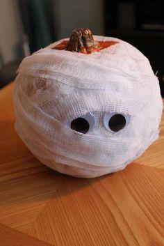 Mummy Pumpkin, No Carve Pumpkin Ideas for Halloween Decoration, http://hative.com/no-carve-pumpkin-ideas-for-halloween-decoration/,