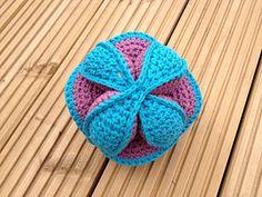 Amish Puzzle Ball Crochet Pattern by Dedri Uys