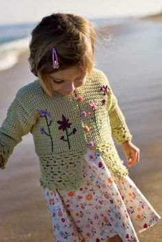 Know a little one with a birthday coming up? This jacket would make the perfect gift. Free pattern.