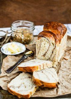 Long Shortcuts /-/ Yeasted Wholemeal, Cinnamon swirl Banana Bread