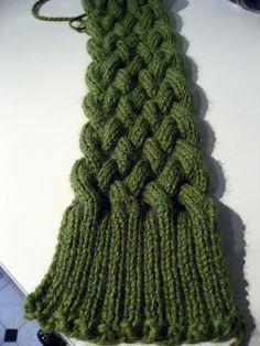 Chunky braided scarf.    http://jimenita.wordpress.com/2007/06/16/pattern-for-chunky-braided-scarf/