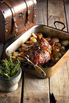 Lamsboud met gebraaide aartappels | Roast leg of lamb with potatoes