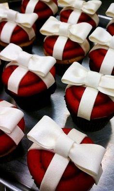 Christmas Wedding Cupcakes #redweddings #redcoloredweddings #weddingideas