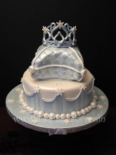 SOOO Cute! But I'd NEVER be able to recreate that!!!    Snow Princess Cake « Doodle-Cakes.com