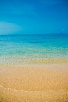 Crystal clear waters of Ko Samui, Thailand.