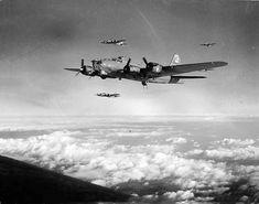 B-17 Flying Fortresses in flight