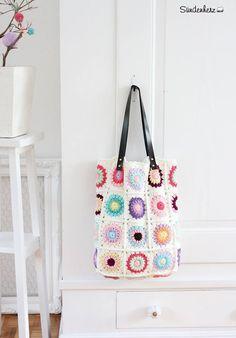 Crochet Granny Bag by Bleu et Rosé / Sündenherz #crochet #pastel #sunburst #bag