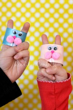 This Easter bunny finger puppet craft is a great way to put on a show. rabbit, craft, bunni finger, kid, finger puppets