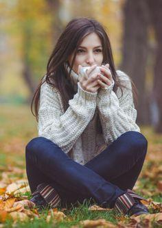 sweater weather, cozi sweater, cozy sweaters, jumper and tea, autumn sweater