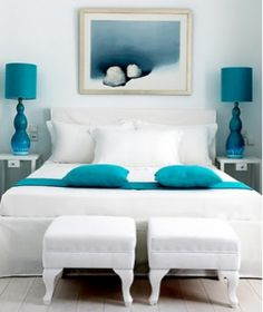 blue accent, blue accessori, blue bedroom, lamp, black white, bright blue, white bedrooms, accent colors, white blue