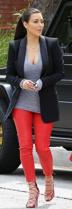 Who made  Kim Kardashians gray tee, black blazer, red leather pants, and lace up sandals?