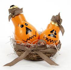 #KatieSheaDesign ♡❤ ❥ Light Bulb Pumpkins #kids #craft #halloween