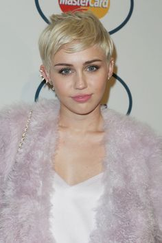 We've figured out the secret to Miley's gorgeous vintage Chanel finds...