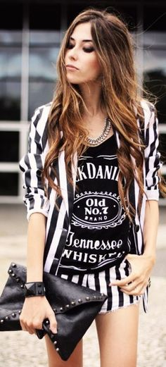 ♡ THE ONLY BOY I NEED IS JACK DANIELS ♡ JD TEE VOLVIO A ENTRAR A LOS LOCALES! #backinblack