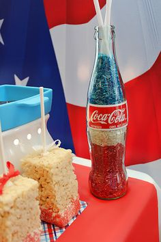 Patriotic rice - 4th of july: Easily done in any glass container! What a fun and inexpensive table idea! #rice #DIY #decor #patriotic #USA #Fourth