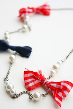 What great jewelry tutorial for a Labor Day accessory!
