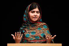 La activista de derechos humanos, #Malala, ha luchado a favor de la educación de las mujeres a lo largo de los últimos dos años y recientemente se convirtió en la persona más joven en obtener el Premio #Nobel de la #Paz.