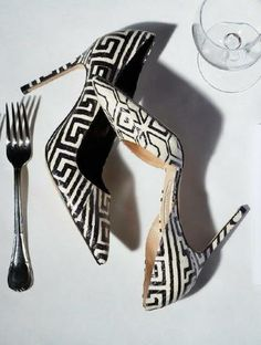 #Graphic #black & #white #pumps add a pop to any ensemble! #High #heels