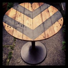 Outside table from a pallet