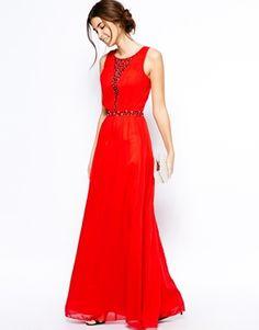 Imagen 4 de Vestido largo de encaje con escote pronunciado con adornos de Chi Chi London