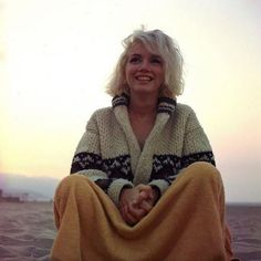 Beautiful in so many ways... love her relaxed and cozy. This blog has great pics of Marilyn.