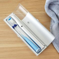 Travel case kills up to 99.9% of germs on your toothbrush.