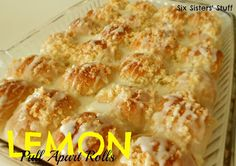 Easy Lemon Pull-Apart Rolls from SixSistersStuff.com. These make the perfect breakfast or Sunday brunch! #recipe #breakfast #brunch