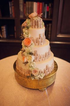 Deco and floral cake.   @hillaryburrelle