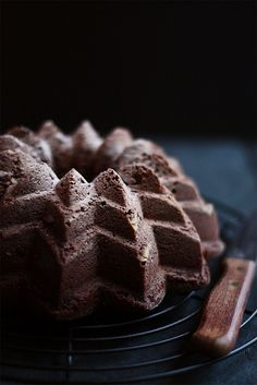 Dark chocolate cake baked in a sunflower bundt pan! How about that Sunshine? A Sunflower Bundt Pan!