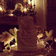 LeAnn Rimes had a replica of her wedding cake when renewing her vows to Eddie Cibrian. See more wedding photos here >> http://www.gactv.com/gac/ar_artists_a-z/article/0,3028,GAC_26071_6050919_57,00.html
