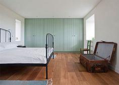 bedroom, windows, closet/storage