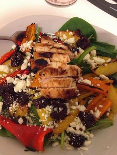 Grilled pepper and peach salad with honey balsamic vinaigrette for #PepperParty http://www.takeabiteoutofboca.com/2013/10/grilled-pepper-and-peach-salad-with.html