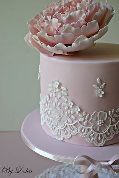 piped lace wedding cake