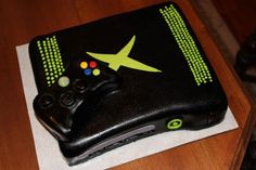 xbox cake by https://www.facebook.com/gimmesomesugar2012  @Dale Collins Schwieger Harper I could see this being Ryan's birthday cake.