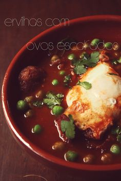 Ervilhas com Ovos Escalfados - Portuguese Comfort Food - My recipe doesn´t use the peas and the egg is poached in tomato sauce