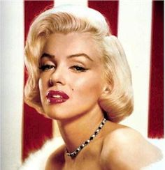 Marilyn red lips