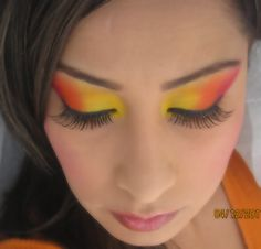 Surprise your dinner guests with Thanksgiving-inspired eyes. #thanksgiving #makeup