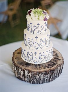 pretty little cake on a stump by http://www.wildflourpastrycharleston.com/  Photography by virgilbunao.com