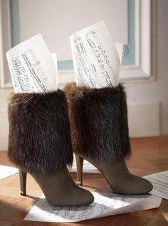 Com o cenário impecável do hotel Crillon ressaltando o luxo, elegância e o todo o romantismo parisiense , a Louis Vuitton apresenta sua nova campanha de sapatos e bolsas para o Outono/Inverno 2014, estrelada por Dree Hemingway! #louisvuitton #DreeHemingway #inverno2014 #sapatos #bolsas